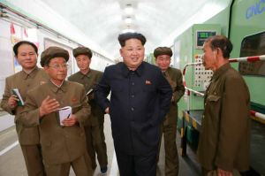 150507 - RS - KIM JONG UN - Marschall KIM JONG UN besuchte das Maschinenwerk Ryongsong - 01 - 경애하는 김정은동지께서 룡성기계련합기업소 2월11일공장을 현지지도하시였다