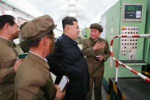 150507 - SK - KIM JONG UN - Marschall KIM JONG UN besuchte das Maschinenwerk Ryongsong - 02 - 경애하는 김정은동지께서 룡성기계련합기업소 2월11일공장을 현지지도하시였다