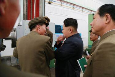 150507 - SK - KIM JONG UN - Marschall KIM JONG UN besuchte das Maschinenwerk Ryongsong - 05 - 경애하는 김정은동지께서 룡성기계련합기업소 2월11일공장을 현지지도하시였다