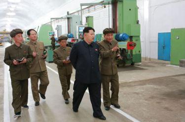150507 - SK - KIM JONG UN - Marschall KIM JONG UN besuchte das Maschinenwerk Ryongsong - 06 - 경애하는 김정은동지께서 룡성기계련합기업소 2월11일공장을 현지지도하시였다