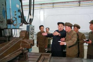 150507 - SK - KIM JONG UN - Marschall KIM JONG UN besuchte das Maschinenwerk Ryongsong - 07 - 경애하는 김정은동지께서 룡성기계련합기업소 2월11일공장을 현지지도하시였다