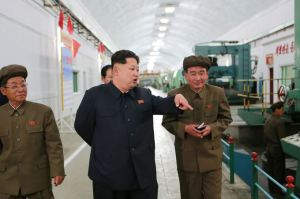 150507 - SK - KIM JONG UN - Marschall KIM JONG UN besuchte das Maschinenwerk Ryongsong - 08 - 경애하는 김정은동지께서 룡성기계련합기업소 2월11일공장을 현지지도하시였다