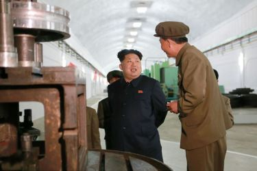 150507 - SK - KIM JONG UN - Marschall KIM JONG UN besuchte das Maschinenwerk Ryongsong - 09 - 경애하는 김정은동지께서 룡성기계련합기업소 2월11일공장을 현지지도하시였다