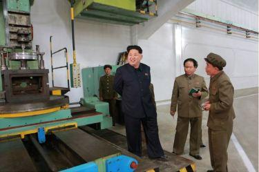 150507 - SK - KIM JONG UN - Marschall KIM JONG UN besuchte das Maschinenwerk Ryongsong - 10 - 경애하는 김정은동지께서 룡성기계련합기업소 2월11일공장을 현지지도하시였다