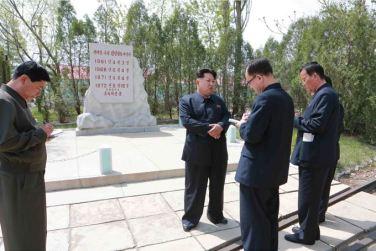 150509 - SK - KIM JONG UN - Marschall KIM JONG UN besichtigte den Vereinigten Betrieb für Hochseefischerei Sinpho - 01 - 경애하는 김정은동지께서 신포원양수산련합기업소를 현지지도하시였다