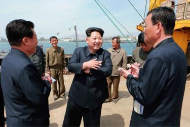 150509 - SK - KIM JONG UN - Marschall KIM JONG UN besichtigte den Vereinigten Betrieb für Hochseefischerei Sinpho - 06 - 경애하는 김정은동지께서 신포원양수산련합기업소를 현지지도하시였다