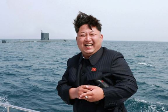 150509 - SK - KIM JONG UN - Marschall KIM JONG UN inspizierte den Unterwassertestabschuss einer Rakete - 06 - 선군조선의 무진막강한 위력의 힘있는 과시, 전략잠수함 탄도탄수중시험발사에서 완전성공