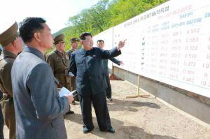 150511 - RS - KIM JONG UN - Genosse KIM JONG UN besuchte die Rinderfarm '18. Juli' - 02 - 경애하는 김정은동지께서 조선인민군 제580군부대산하 7월18일소목장을 현지지도하시였다