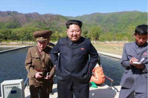 150511 - SK -  KIM JONG UN - Marschall KIM JONG UN besichtigte die Fischzuchtanstalt Anbyon der 580. Truppe der KVA - 05 - 경애하는 김정은동지께서 조선인민군 제580군부대산하 안변양어장을 현지지도하시였다