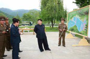 150515 - RS - KIM JONG UN - Marschall KIM JONG UN besichtigte die Fischzuchtanstalt Sinchang, die der 810. Truppe der KVA untersteht - 02 - 경애하는 김정은동지께서 조선인민군 제810군부대산하 신창양어장을 현지지도하시였다