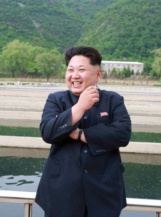 150515 - RS - KIM JONG UN - Marschall KIM JONG UN besichtigte die Fischzuchtanstalt Sinchang, die der 810. Truppe der KVA untersteht - 20 - 경애하는 김정은동지께서 조선인민군 제810군부대산하 신창양어장을 현지지도하시였다
