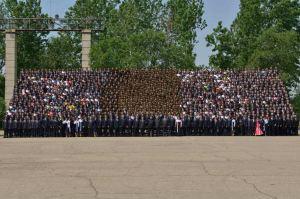 150517 - RS - KIM JONG UN - Marschall KIM JONG UN ließ sich mit den Jugendlichen zum Andenken fotografieren - 06 - 경애하는 김정은동지께서 제2차 전국청년미풍선구자대회 참가자들과 함께 기념사진을 찍으시였다