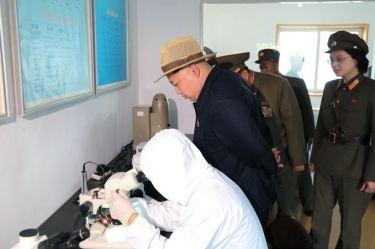 150523 - SK - KIM JONG UN - Marschall KIM JONG UN besichtigte eine Zuchtanstalt für Rassefisch und einen Fischzuchtbetrieb - 10 - 경애하는 김정은동지께서 조선인민군 제810군부대산하 석막대서양연어종어장과 락산바다연어양어사업소를 현지지도하시였다