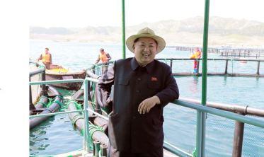 150523 - SK - KIM JONG UN - Marschall KIM JONG UN besichtigte eine Zuchtanstalt für Rassefisch und einen Fischzuchtbetrieb - 21 - 경애하는 김정은동지께서 조선인민군 제810군부대산하 석막대서양연어종어장과 락산바다연어양어사업소를 현지지도하시였다