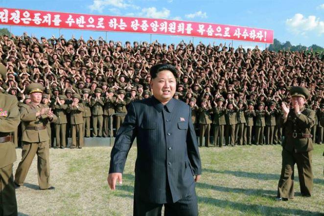 150524 - SK - KIM JONG UN - Marschall KIM JONG UN inspizierte den Kommandostab des Großen 264. Truppenverbandes der KVA - 01 - 조선인민군 최고사령관 김정은동지께서 조선인민군 제264대련합부대 지휘부를 시찰하시였다