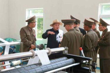 150601 - RS -  KIM JONG UN - Marschall KIM JONG UN besichtigte den Landwirtschaftsbetrieb Nr. 1116 der 810. Truppe der KVA - 12 -경애하는 김정은동지께서 조선인민군 제810군부대산하 1116호농장을 현지지도하시였다