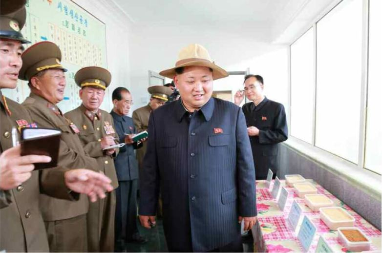 150601 - RS -  KIM JONG UN - Marschall KIM JONG UN besichtigte den Landwirtschaftsbetrieb Nr. 1116 der 810. Truppe der KVA - 13 -경애하는 김정은동지께서 조선인민군 제810군부대산하 1116호농장을 현지지도하시였다