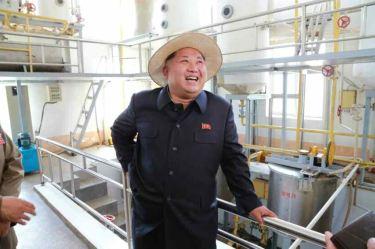 150601 - RS -  KIM JONG UN - Marschall KIM JONG UN besichtigte den Landwirtschaftsbetrieb Nr. 1116 der 810. Truppe der KVA - 17 -경애하는 김정은동지께서 조선인민군 제810군부대산하 1116호농장을 현지지도하시였다