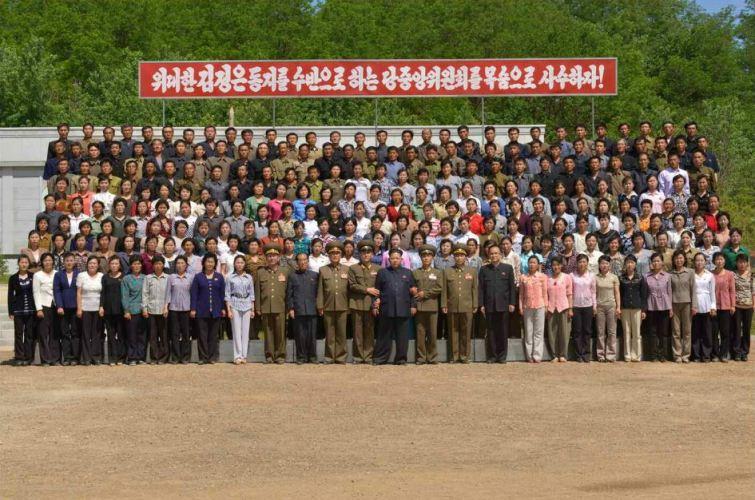150601 - RS -  KIM JONG UN - Marschall KIM JONG UN besichtigte den Landwirtschaftsbetrieb Nr. 1116 der 810. Truppe der KVA - 19 -경애하는 김정은동지께서 조선인민군 제810군부대산하 1116호농장을 현지지도하시였다