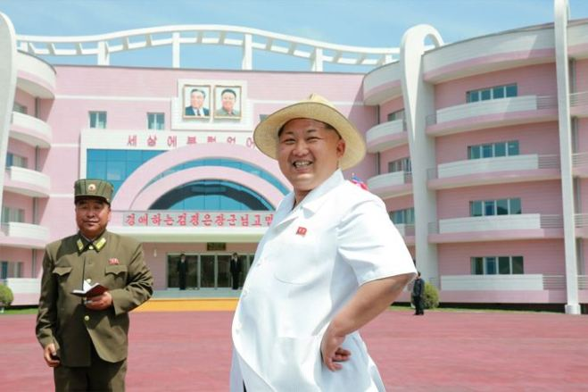 150602 - SK - KIM JONG UN - Genosse KIM JONG UN besuchte die Kinderkrippe und den Kindergarten für Waisen Wonsan vor deren Einweihung - 03 - 경애하는 김정은동지께서 준공식을 앞둔 원산육아원, 애육원을 현지지도하시였다