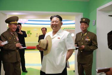 150602 - SK - KIM JONG UN - Genosse KIM JONG UN besuchte die Kinderkrippe und den Kindergarten für Waisen Wonsan vor deren Einweihung - 07 - 경애하는 김정은동지께서 준공식을 앞둔 원산육아원, 애육원을 현지지도하시였다