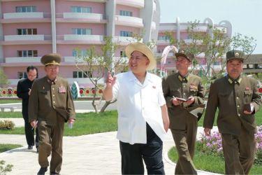 150602 - SK - KIM JONG UN - Genosse KIM JONG UN besuchte die Kinderkrippe und den Kindergarten für Waisen Wonsan vor deren Einweihung - 14 - 경애하는 김정은동지께서 준공식을 앞둔 원산육아원, 애육원을 현지지도하시였다