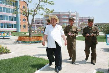 150602 - SK - KIM JONG UN - Genosse KIM JONG UN besuchte die Kinderkrippe und den Kindergarten für Waisen Wonsan vor deren Einweihung - 17 - 경애하는 김정은동지께서 준공식을 앞둔 원산육아원, 애육원을 현지지도하시였다