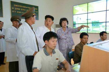 150606 - RS - KIM JONG UN - Marschall KIM JONG UN besichtigte das Institut für Biotechnik Pyongyang - 02 - 경애하는 김정은동지께서 조선인민군 제810군부대산하 평양생물기술연구원을 현지지도하시였다