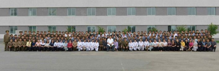 150606 - RS - KIM JONG UN - Marschall KIM JONG UN besichtigte das Institut für Biotechnik Pyongyang - 16 - 경애하는 김정은동지께서 조선인민군 제810군부대산하 평양생물기술연구원을 현지지도하시였다