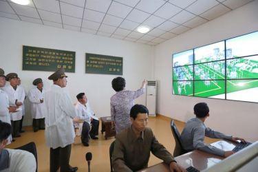 150606 - SK - KIM JONG UN - Marschall KIM JONG UN besichtigte das Institut für Biotechnik Pyongyang - 03 - 경애하는 김정은동지께서 조선인민군 제810군부대산하 평양생물기술연구원을 현지지도하시였다