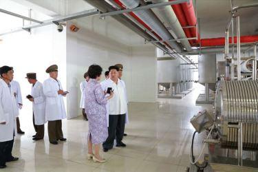 150606 - SK - KIM JONG UN - Marschall KIM JONG UN besichtigte das Institut für Biotechnik Pyongyang - 10 - 경애하는 김정은동지께서 조선인민군 제810군부대산하 평양생물기술연구원을 현지지도하시였다