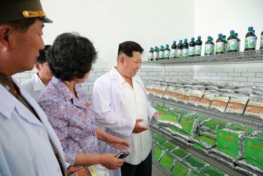 150606 - SK - KIM JONG UN - Marschall KIM JONG UN besichtigte das Institut für Biotechnik Pyongyang - 14 - 경애하는 김정은동지께서 조선인민군 제810군부대산하 평양생물기술연구원을 현지지도하시였다
