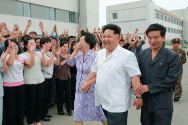 150606 - SK - KIM JONG UN - Marschall KIM JONG UN besichtigte das Institut für Biotechnik Pyongyang - 16 - 경애하는 김정은동지께서 조선인민군 제810군부대산하 평양생물기술연구원을 현지지도하시였다