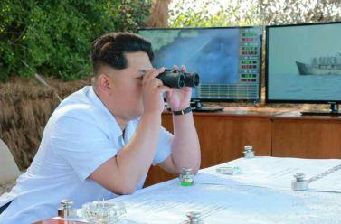150615 - RS - KIM JONG UN - Marschall KIM JONG UN wohnte einer Übung zum Start der neuen Seezielraketen bei - 03 - 조선인민군 최고사령관 김정은동지께서 조선인민군 해군부대들에 실전배비되는 신형반함선로케트발사훈련을 보시였다