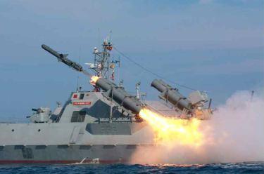 150615 - RS - KIM JONG UN - Marschall KIM JONG UN wohnte einer Übung zum Start der neuen Seezielraketen bei - 04 - 조선인민군 최고사령관 김정은동지께서 조선인민군 해군부대들에 실전배비되는 신형반함선로케트발사훈련을 보시였다