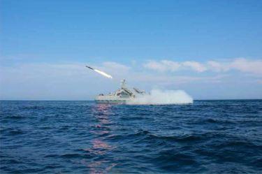150615 - RS - KIM JONG UN - Marschall KIM JONG UN wohnte einer Übung zum Start der neuen Seezielraketen bei - 05 - 조선인민군 최고사령관 김정은동지께서 조선인민군 해군부대들에 실전배비되는 신형반함선로케트발사훈련을 보시였다