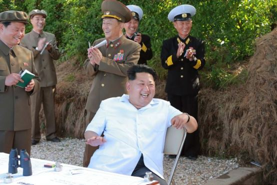 150615 - SK - KIM JONG UN - Marschall KIM JONG UN wohnte einer Übung zum Start der neuen Seezielraketen bei - 01 - 조선인민군 최고사령관 김정은동지께서 조선인민군 해군부대들에 실전배비되는 신형반함선로케트발사훈련을 보시였다