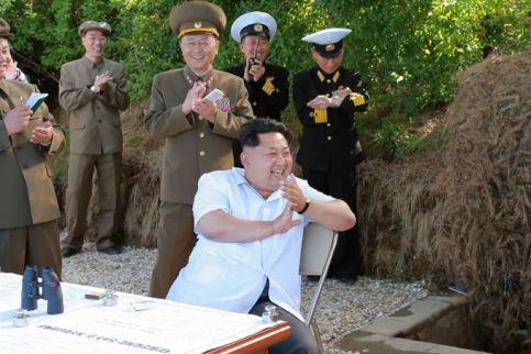 150615 - SK - KIM JONG UN - Marschall KIM JONG UN wohnte einer Übung zum Start der neuen Seezielraketen bei - 06 - 조선인민군 최고사령관 김정은동지께서 조선인민군 해군부대들에 실전배비되는 신형반함선로케트발사훈련을 보시였다