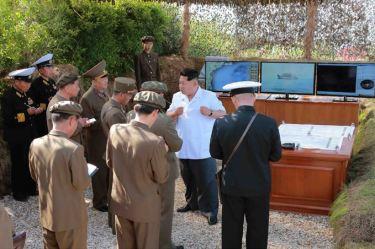150615 - SK - KIM JONG UN - Marschall KIM JONG UN wohnte einer Übung zum Start der neuen Seezielraketen bei - 07 - 조선인민군 최고사령관 김정은동지께서 조선인민군 해군부대들에 실전배비되는 신형반함선로케트발사훈련을 보시였다