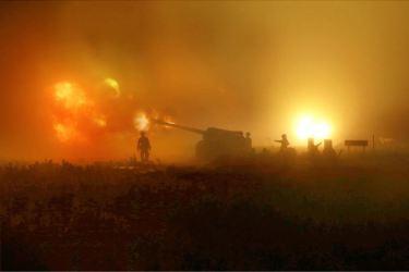 150616 - SK - KIM JONG UN - Marschall KIM JONG UN sah sich eine Nachtübung der Kriegsschiffe und der Artillerie zum Feuerschlag gegen Ziele auf dem Meer an - 06 - 조선인민군 최고사령관 김정은동지께서 해군함선구분대와 지상포병구분대들의 야간해상화력타격연습을 보시였다