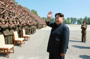 150618 - RS - KIM JONG UN - Marschall KIM JONG UN ließ sich mit den Aufklärungsmitarbeitern der KVA zum Andenken fotografieren -  01 - 조선인민군 최고사령관 김정은동지께서 조선인민군 제1차 정찰일군대회 참가자들과 함께 기념사진을 찍으시였다