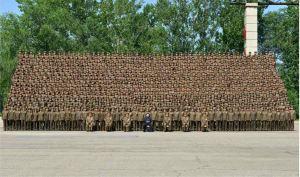 150618 - RS - KIM JONG UN - Marschall KIM JONG UN ließ sich mit den Aufklärungsmitarbeitern der KVA zum Andenken fotografieren -  05 - 조선인민군 최고사령관 김정은동지께서 조선인민군 제1차 정찰일군대회 참가자들과 함께 기념사진을 찍으시였다