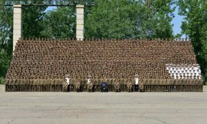 150618 - RS - KIM JONG UN - Marschall KIM JONG UN ließ sich mit den Aufklärungsmitarbeitern der KVA zum Andenken fotografieren -  06 - 조선인민군 최고사령관 김정은동지께서 조선인민군 제1차 정찰일군대회 참가자들과 함께 기념사진을 찍으시였다