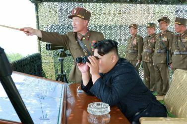 150618 - RS - KIM JONG UN - Marschall KIM JONG UN sah sich einen Schießwettbewerb der Flakartilleristen an - 07 - 조선인민군 최고사령관 김정은동지께서 고사포병사격경기를 보시였다