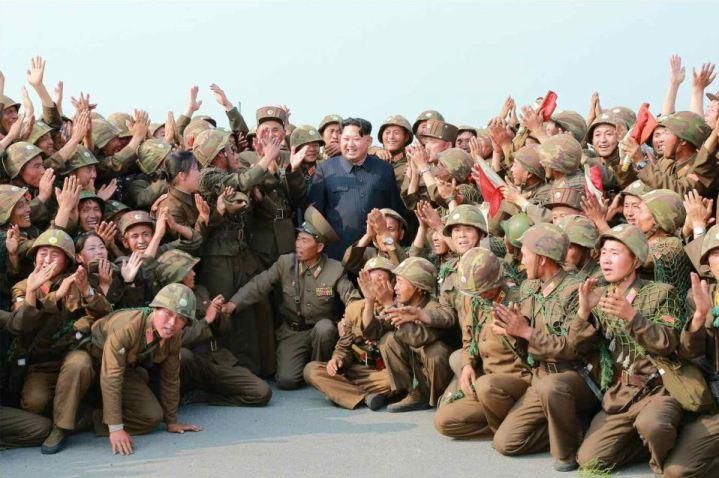 150618 - RS - KIM JONG UN - Marschall KIM JONG UN sah sich einen Schießwettbewerb der Flakartilleristen an - 09 - 조선인민군 최고사령관 김정은동지께서 고사포병사격경기를 보시였다