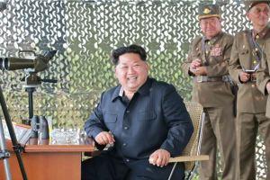 150618 - SK - KIM JONG UN - Marschall KIM JONG UN sah sich einen Schießwettbewerb der Flakartilleristen an - 01 - 조선인민군 최고사령관 김정은동지께서 고사포병사격경기를 보시였다
