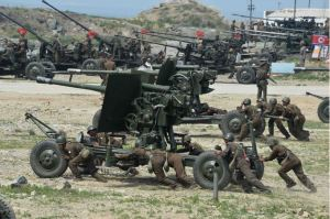 150618 - SK - KIM JONG UN - Marschall KIM JONG UN sah sich einen Schießwettbewerb der Flakartilleristen an - 02 - 조선인민군 최고사령관 김정은동지께서 고사포병사격경기를 보시였다