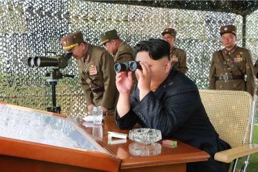 150618 - SK - KIM JONG UN - Marschall KIM JONG UN sah sich einen Schießwettbewerb der Flakartilleristen an - 05 - 조선인민군 최고사령관 김정은동지께서 고사포병사격경기를 보시였다