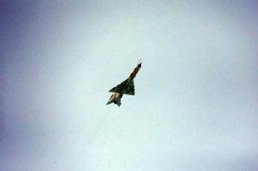 150622 - RS - KIM JONG UN - Marschall KIM JONG UN sah sich die Flugübung der Überschallkampfflugzeugführerinnen an - 04 - 선군조선의 첫 녀성초음속전투기비행사 탄생 영웅조선의 효녀, 선군조선 하늘의 꽃 조금향, 림설동무들 조선인민군 최고사령관 김정은동지께서 녀성초음속전투기비행사 조금향, 림설동무들의 비행훈련을 보시였다