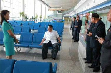 150625 - RS - KIM JONG UN - Marschall KIM JONG UN besichtigte den fertiggestellten Terminal des Internationalen Flughafens Pyongyang - 05 - 경애하는 김정은동지께서 완공된 평양국제비행장 항공역사를 현지지도하시였다